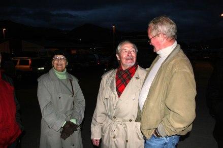 Súpukvöldið mikla 2006 á Dalvík. Foreldrar Gísla, Sissa og Jóhann Dan, á röltinu og hitta þar Sigmar Sævaldsson.