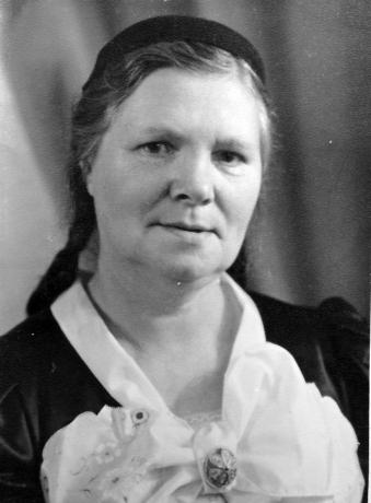 Snjólaug Flóventsdóttir frá Þverá í Svarfaðardal, f. 25. maí 1896, d. á Akureyri 10. des. 1966.