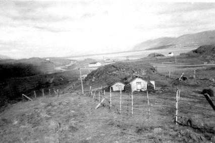 Bærinn Skarð í Glerárþorpi, horft út Eyjafjörð.