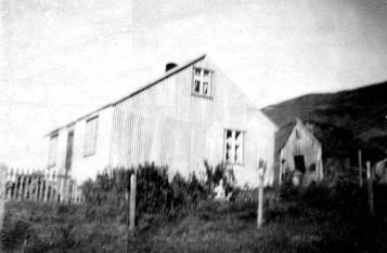 Hjaltastaðir í Skíðadal. Íbúðarhúsið var rifið þegar María flutti með fjölskyldu sinni í Hreiðarsstaðakot 1962.