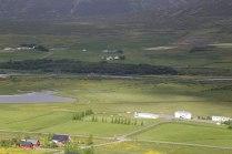 Húsabakki og horft yfir friðlandið til brúarinnar og Hánefsstaðaskógs.